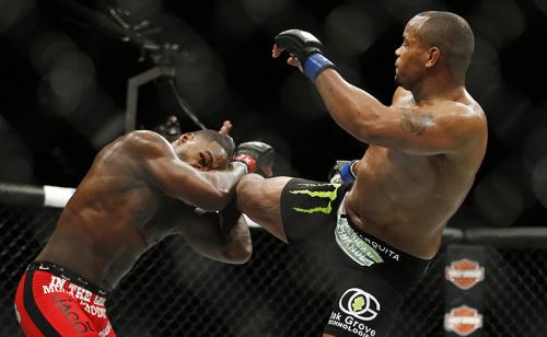 UFC 210 tem Cormier Vs Johnson pelo cinturão e odds com 325% de lucro