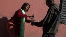 Vende café en la calle para no revivir su peor pesadilla: acostarse sin probar bocado