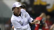 Após empate, Cuca mostra frustração com limitações no elenco do Santos