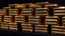 Gold Prices Drop Amid Tariff Concerns, Dollar Holds Steady