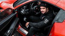 """Caio Castro após comprar Ferrari: """"Não tenho dó de gastar com carro"""""""