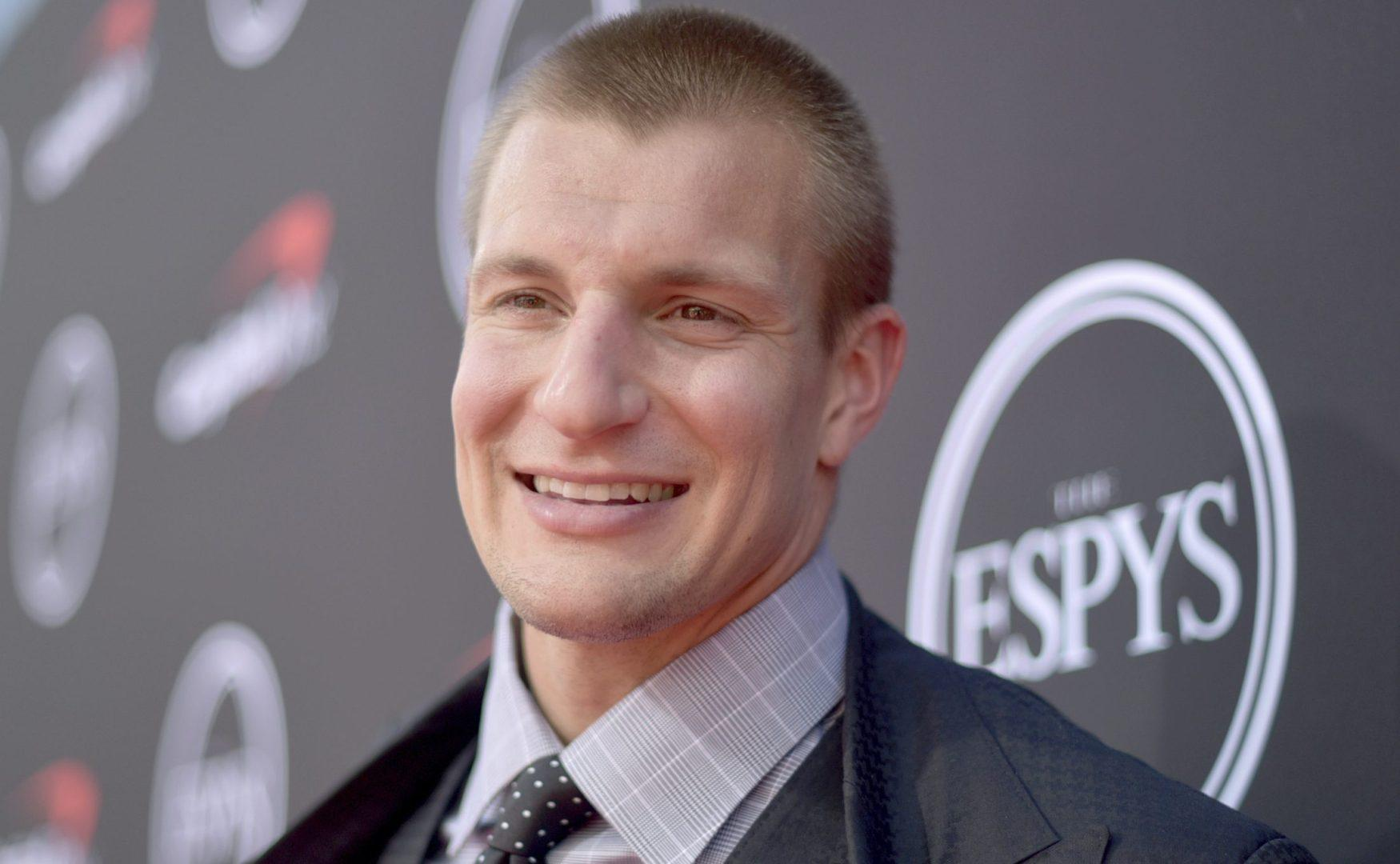 """Gronk to Brees: """"Yeah, I'm coming back"""" (with no actual context)"""