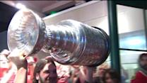 Stanley Cup, Hawks make victory lap aroun Chicago