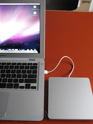 Confirmed: MacBook Air SuperDrive does NOT work with other machines