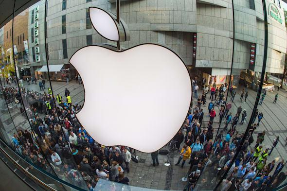 Is Apple experiencing a problematic decline in software quality?