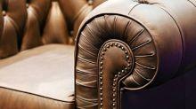 Membeli Sofa Bekas, Pria Ini Temukan Uang Ratusan Juta