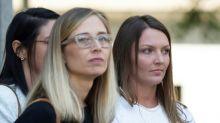 Duas supostas vítimas de Jeffrey Epstein pedem que ele permaneça preso