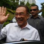Malaysia in turmoil as Mahathir, Anwar vie for power
