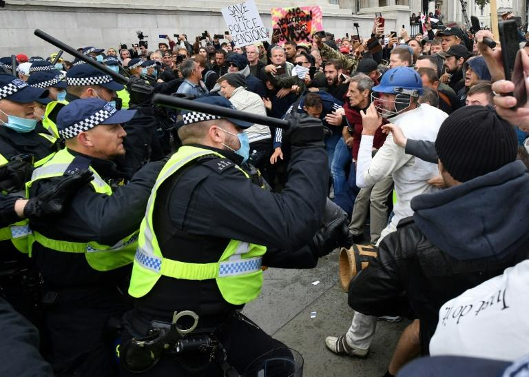 Skirmishes broke out at Trafalgar Square as police moved in with batons