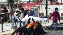 Open all hours, New Delhi crematorium struggles with virus dead