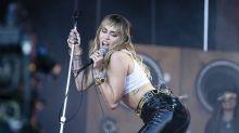 Il look aggressivo di Miley Cyrus al suo debutto a Glastonbury