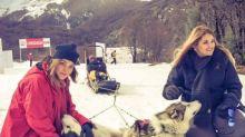 Cristiana Oliveira curte férias na neve com a filha