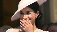 Posen vor dem Buckingham Palace: Throwback-Foto von Herzogin Meghan geht viral
