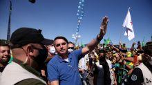 Chico Buarque, Bresser-Pereira, Casagrande e personalidades apresentam pedido de impeachment de Bolsonaro