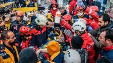 Séisme en Turquie: 31 morts, course contre la montre des secouristes