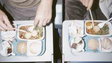 Esta es la razón de que la comida del avión sea insípida