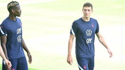 Foot - Bleus - Benjamin Pavard rassuré par un neurologue après le choc lors de France - Allemagne