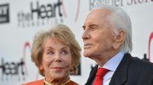 Witwe von Kirk Douglas im Alter von 102 Jahren gestorben