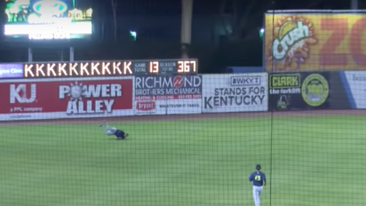 Tim Tebow makes game-ending catch that's low on style points