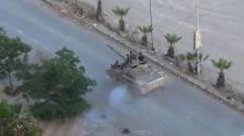 Siria, carri armati in strada contro l'Isis alle porte di Damasco