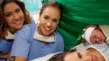 Ao lado da esposa, Daniela Mercury posa com a netinha: 'Mulheres poderosas da família'