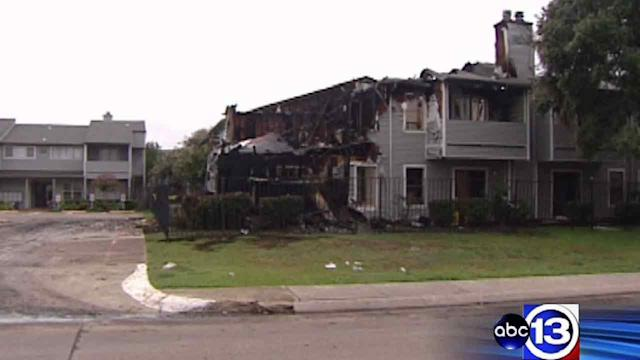 Cause of 3-alarm fire in Lake Jackson unknown