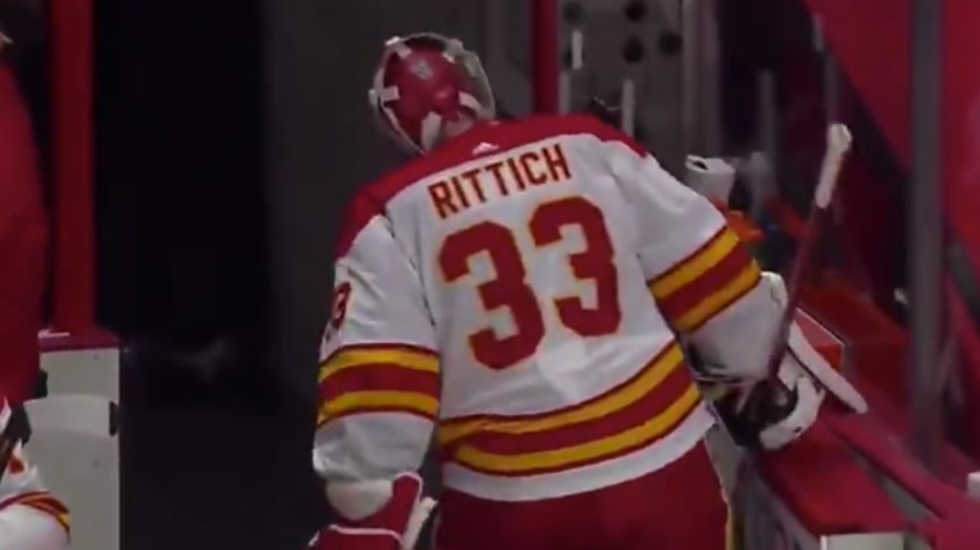 Flames goalie headbutts wall after getting pulled