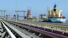 U.S. sanctions on Venezuela would reroute crude, leave refiners short