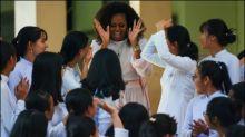 Michelle Obama und Julia Roberts setzen sich im Vietnam für Schülerinnen ein