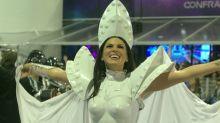 Fantasia de Lívia Andrade fica pronta horas antes do desfile e musa passa apuros