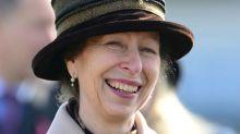 La princesa Ana coincide en Ascot con uno de sus exnovios que ha aparecido en 'The Crown'
