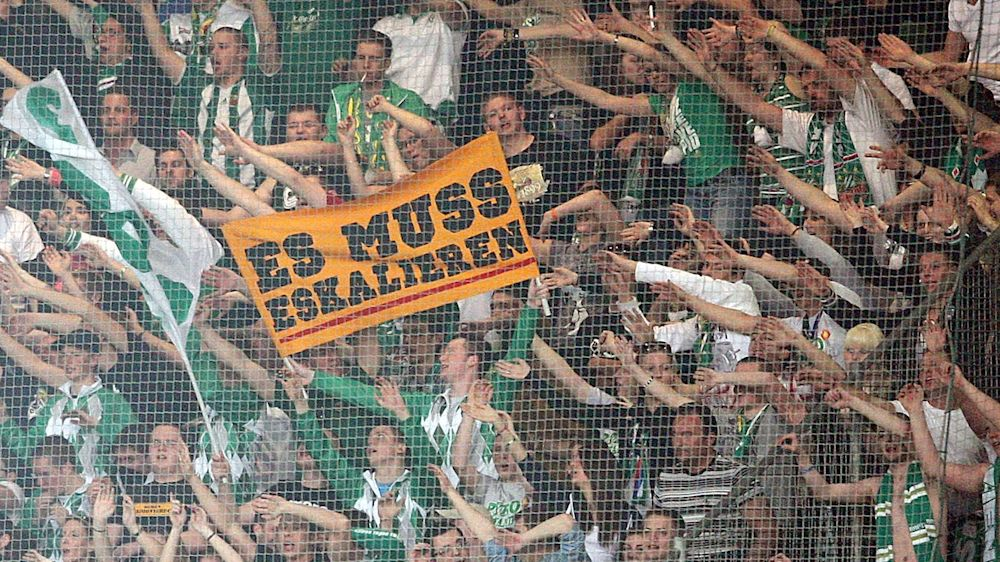 Hitlergruß gezeigt: Fan von Rapid Wien muss für 18 Monate ins Gefängnis