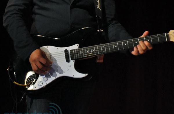 Rock Band 3 Squier Stratocaster plays both real and virtual guitar... at the same time (video)