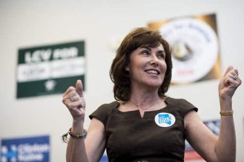 Jacky Rosen, the Democratic candidate for Nevada's Third Congressional District, speaks to volunteers at a campaign office in Las Vegas, Nevada, on Nov. 5 , 2016. (Photo: Bill Clark/CQ Roll Call/Getty Images)
