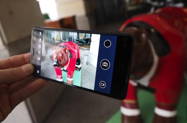 Nokia 8's dual-camera is good, but rival phones offer more