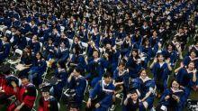 Chine: méga-remise de diplômes à Wuhan, un an après la quarantaine