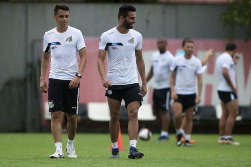 Adversários, Santos e Paysandu treinam lado a lado na véspera