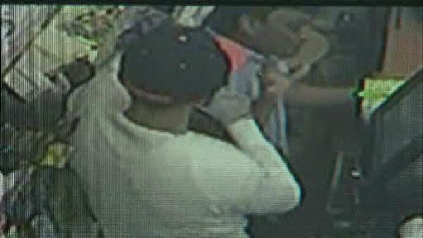 Upper East Side convenience store robbed at gunpoint