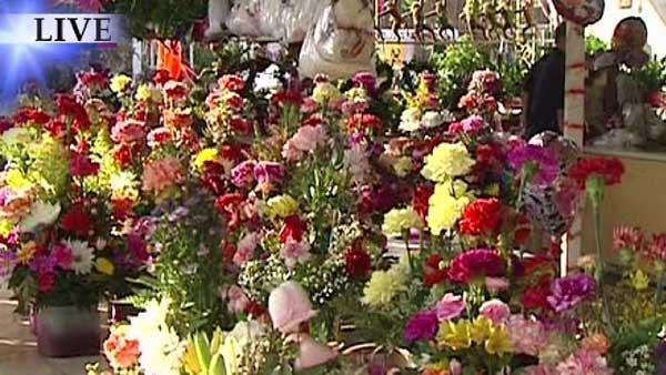 Flower Row busy with Mother's Day shoppers