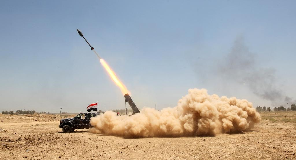 Pro-government forces fire a rocket during an offensive to retake the city of Fallujah, from the Islamic State (IS) group (AFP Photo/Ahmad Al-Rubaye)