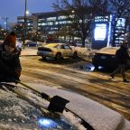 Hundreds of schools close, flights delayed amid Midwest snow
