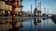 Oil Surges as U.S. Signals Trade Thaw, Venezuela Buyers Scramble