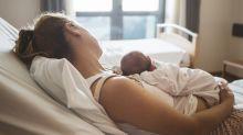 Après leur accouchement, elles ont refusé les visites à la maternité