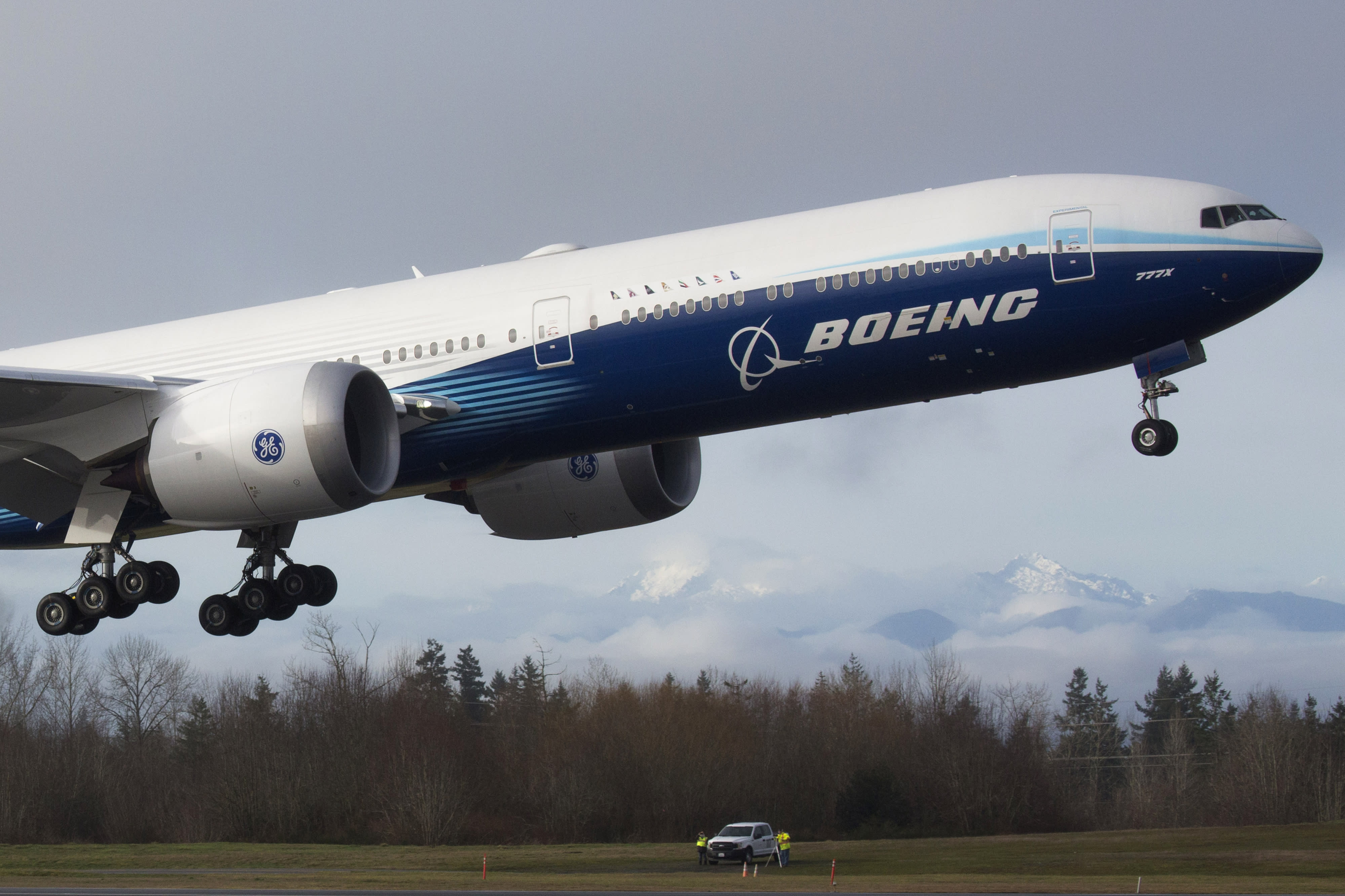 Boeing 777X completes first flight