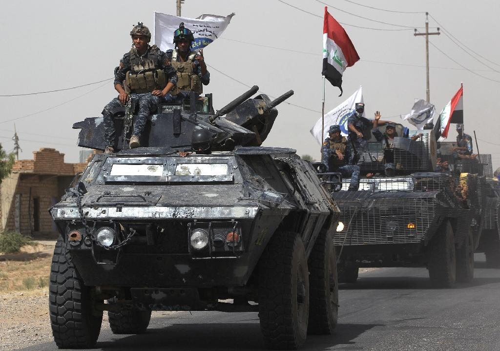 Iraqi forces advance towards Hawija on September 23, 2017 after retaking the nearby northern town of Sharqat from the Islamic State group (AFP Photo/AHMAD AL-RUBAYE)