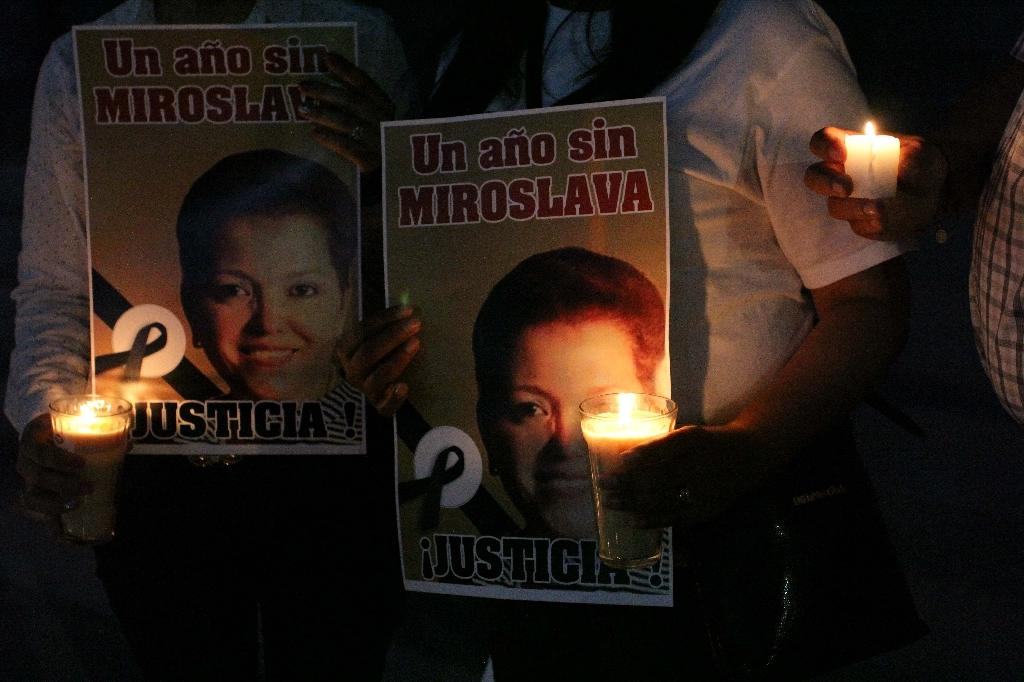 Journalists take part in a protest outside the State Government building in Ciudad Juarez, Mexico to mark one year since the murder of journalist Miroslava Breach (AFP Photo/HERIKA MARTINEZ)