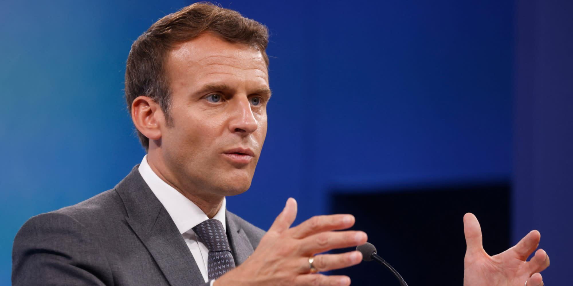 """Vaccin : en mode selfie sur Instagram et Tik Tok, Macron veut répondre """"aux fausses informations"""""""