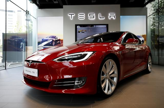 Tesla Autopilot was engaged during 60 MPH crash, driver tells police