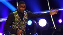 Idris Elba fracasa estrepitosamente como presentador de los FIFA Awards y piden que NO LE DEN el papel de James Bond