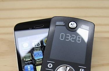 MOTOFONE F3, the zombie apocalypse survival phone (video)